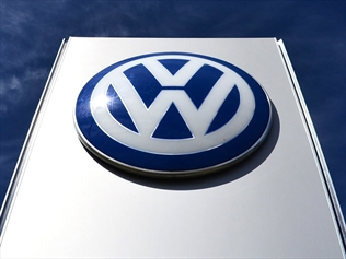 610070-vw-aust-checking-cars-with-head-office