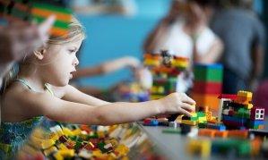 Girl playing with lego / theguardian.co.uk